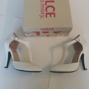 Dolce by Mojo Moxy Fiona White Heels - Size 6.5